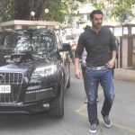 John-Abraham-In-His-Car-Audi-Q7