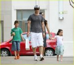 eric-bana-with-his-children-son-and-daughter